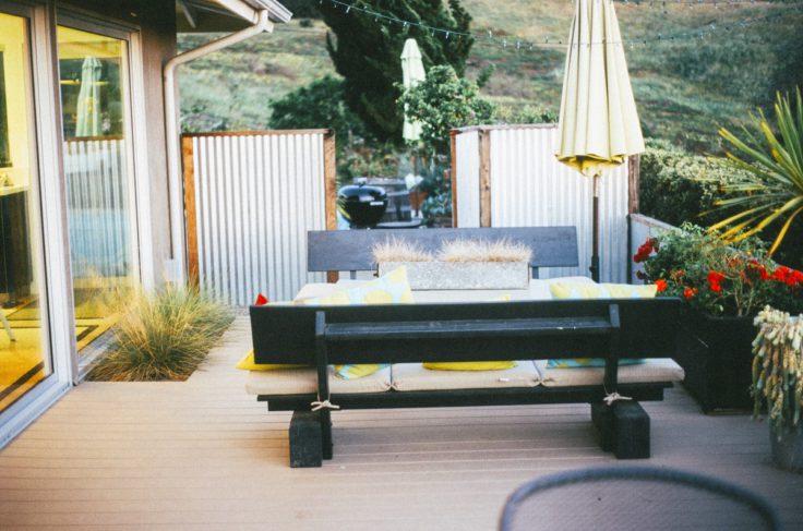 table bois villa maison maison porche vacances chalet arrière-cour salon meubles chambre Design d'intérieur terrasse conception recours biens Structure extérieure